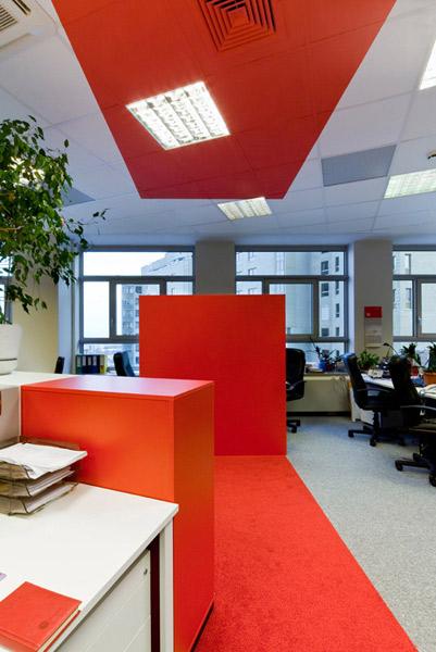 remont i wyposażenie biura, wykładzina czerwona, interbiuro realizacja