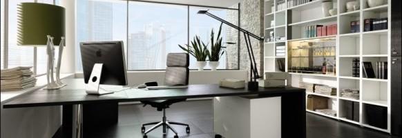 biuro z czarną podłogą