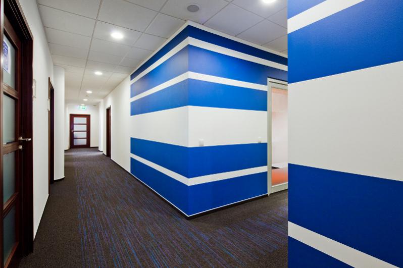 Fresenius Kabi Sp. z. o.o., niebiesko-białe ściany