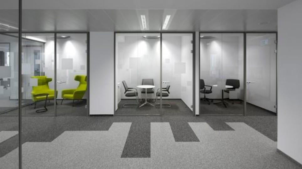akustyka w biurze jak walczyc z halasem w biurze - Akustyka w biurze – jak walczyć z hałasem w biurze