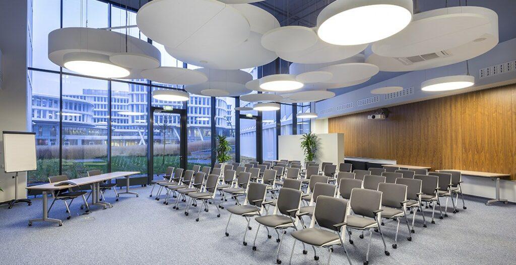aranzacja biura sala konferencyjna 1024x527 - Aranżacja biura – sala konferencyjna