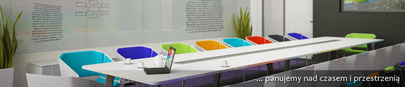 sala konferencyjna z długim stołem i kolorowymi fotelami