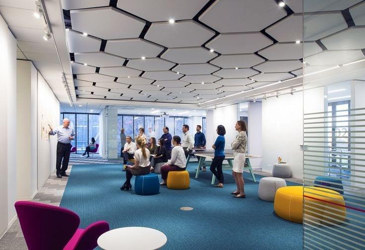 Sufity podwieszane do pomieszczeń biurowych