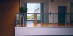 modern office 1044807 1280 256x128 - Rośliny w biurze - oczyszczanie powietrza, redukcja stresu i ekowizerunek firmy!