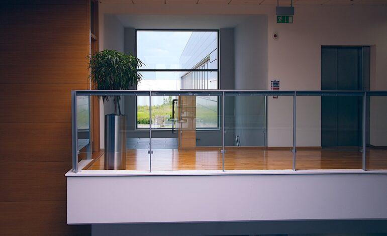 modern office 1044807 1280 770x470 - Rośliny w biurze - oczyszczanie powietrza, redukcja stresu i ekowizerunek firmy!
