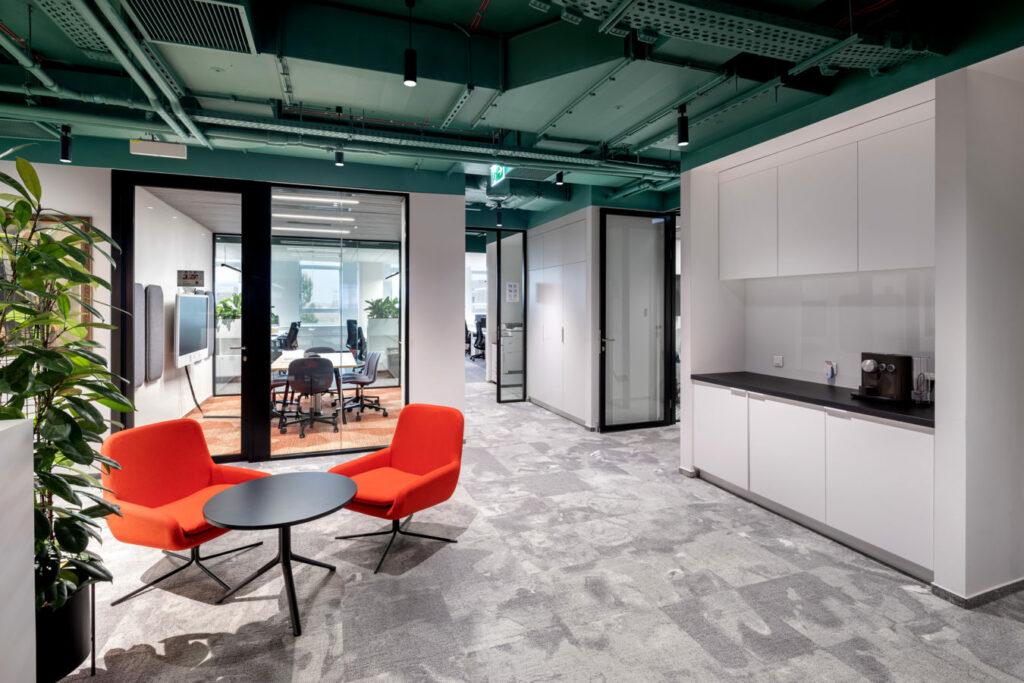 KRAFT HEINZ realizacja Interbiuro fot Szymon Polanski 0365 1024x683 - Realizacja i modernizacja biur