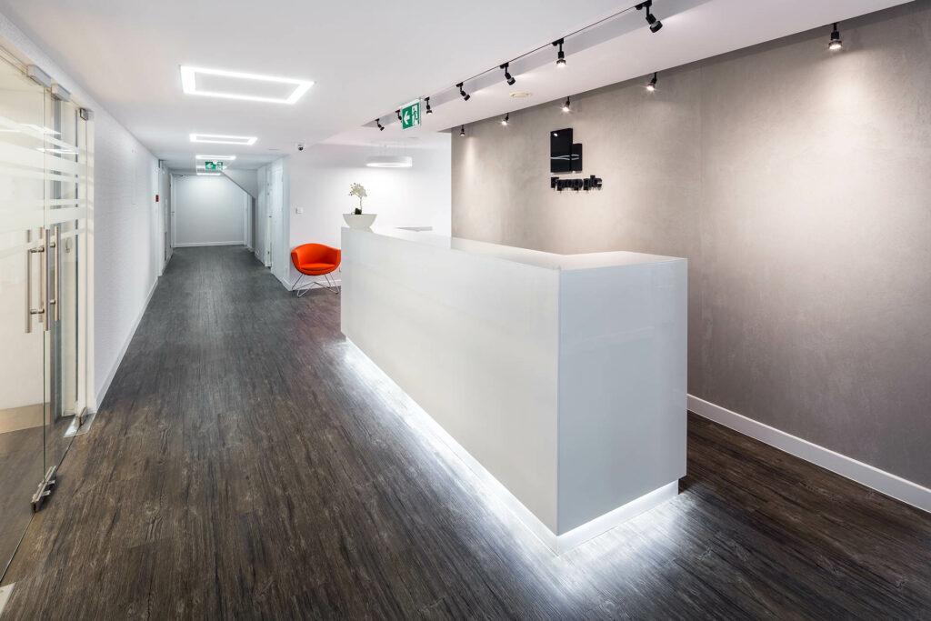FIRST PROPERTY POLAND Blekitny Biurowiec fot.Szymon Polanski 12 1024x683 - Designing offices and arrangement