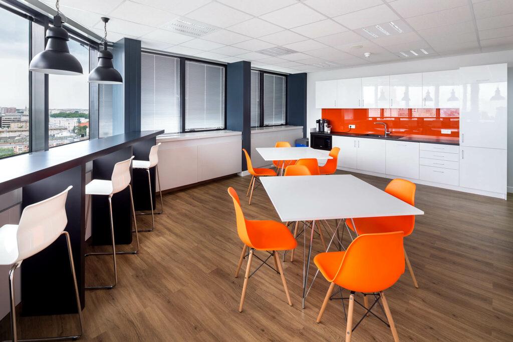 FIRST PROPERTY POLAND Blekitny Biurowiec fot.Szymon Polanski 14 1024x683 - Designing offices and arrangement